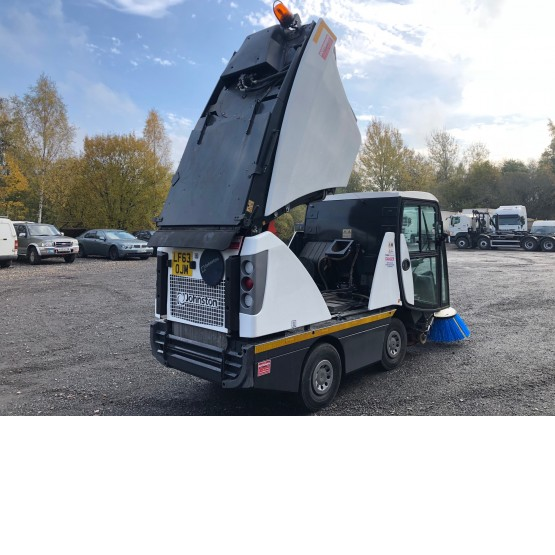 2013 JOHNSTON SWEEPER in Compact Sweepers